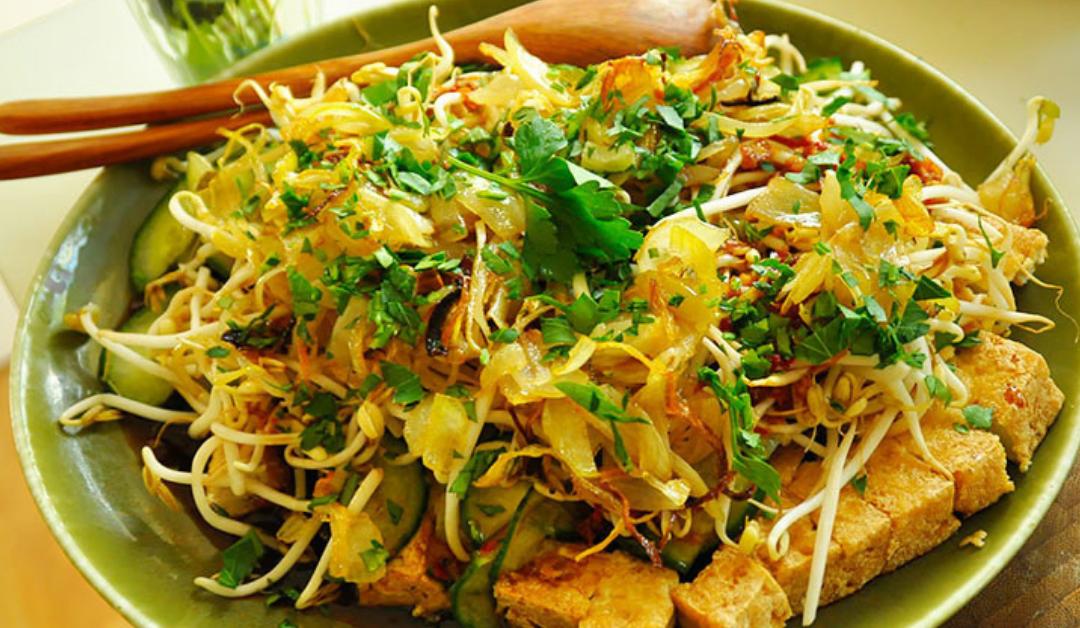 Tahoe Lengko: Indische salade van Tahoe en Taugé