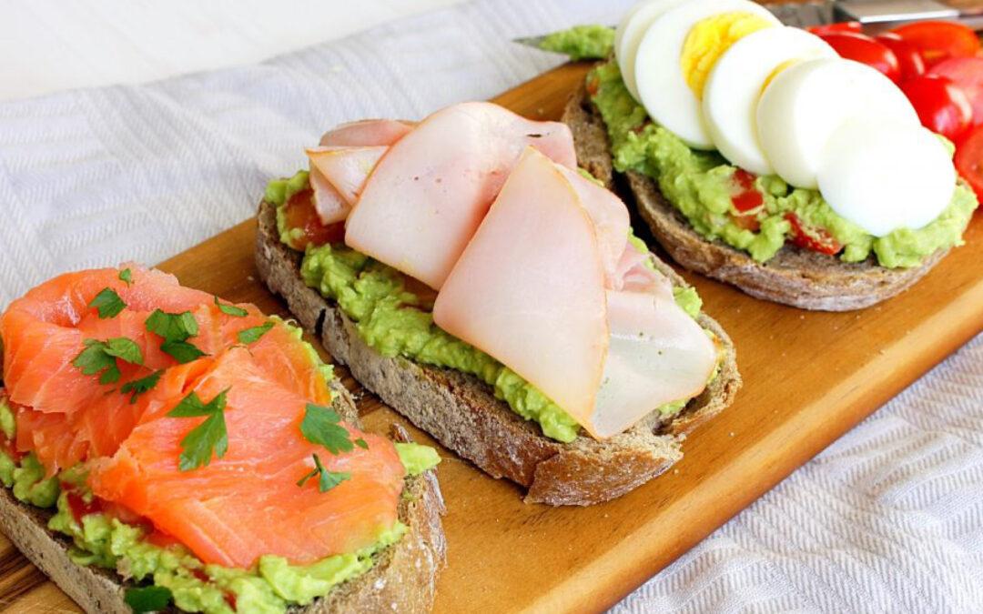3 x sandwich met avocado: zalm-ham-ei