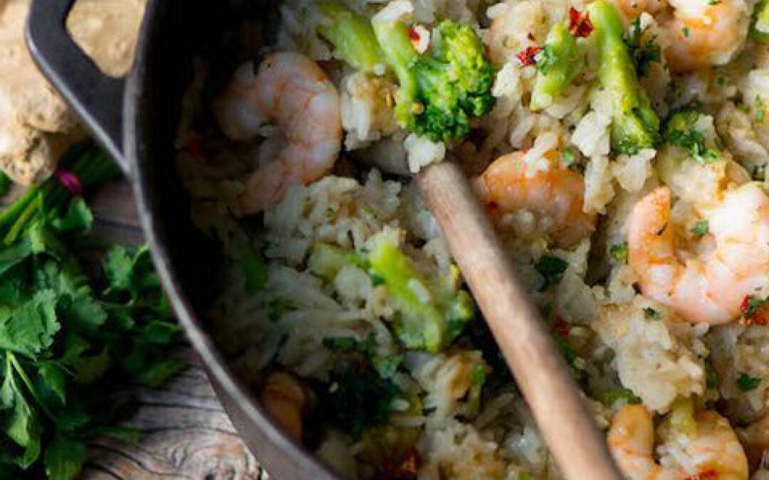 Rijst met broccoli en garnalen met honing-sojasaus